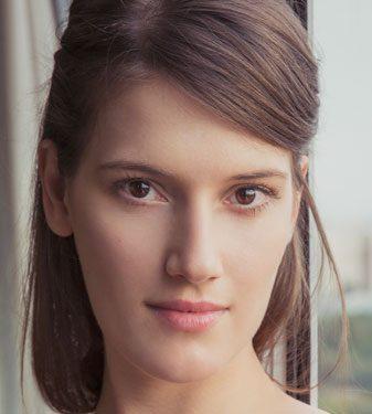 אנה פתחוב - שחקנית בתיאטרון הכרכה